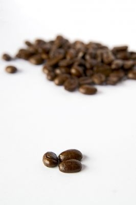 http://www.info-on-high-blood-pressure.com/caffeine-and-high-blood-pressure.html, Coffee Beans